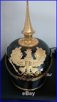 Ancien casque à pointe prussien