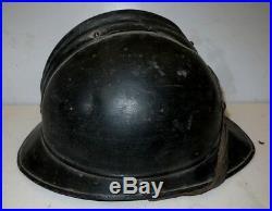 Beau casque ADRIAN de l' Artillerie de Montagne, modèle 1915, peinture noire