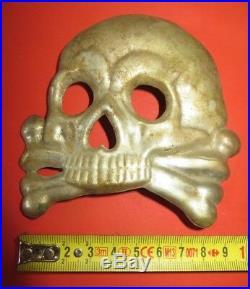Casque à pointe, spilkelmetRarissime plaque de colback des Hussards de la mort