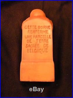 La Borne de Terre Sacrée Belgique 1914 1918 Terre Cuite en Boite Deblaize 1927