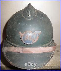 Superbe casque ARIAN de Chasseur, peinture bleu-horizon, jus de grenier, 1915