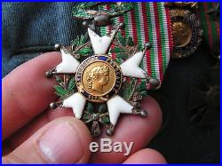 Veste bleu horizon avec medailles et casque poilus ww1